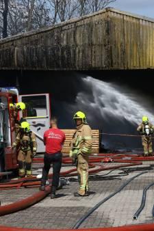 Brand verwoest twee schuren in Herkingen