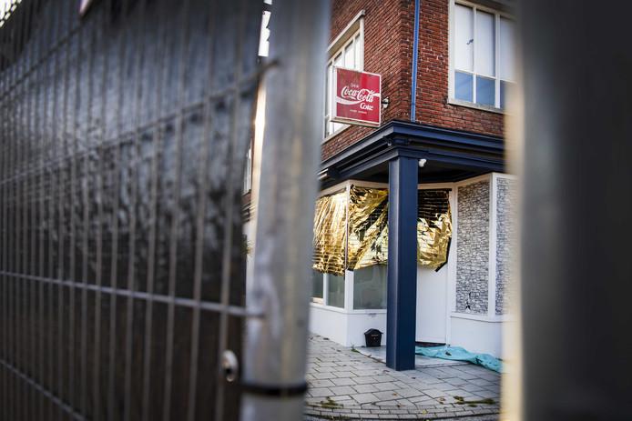 Het bedrijfspand aan de Van Leeuwenhoekstraat in Enschede waar de vier doden werden aangetroffen