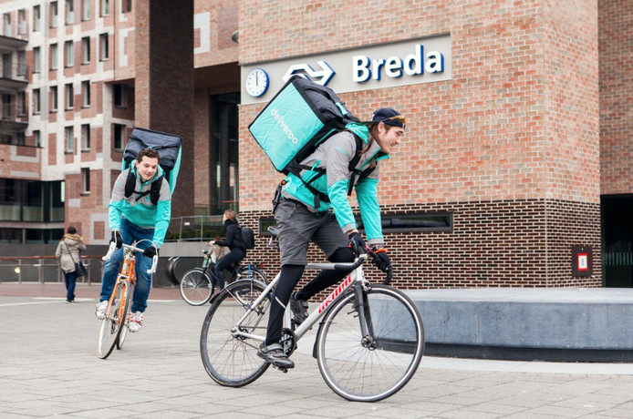 Sinds deze week zijn de fietsende bezorgers van Deliveroo in Breda actief