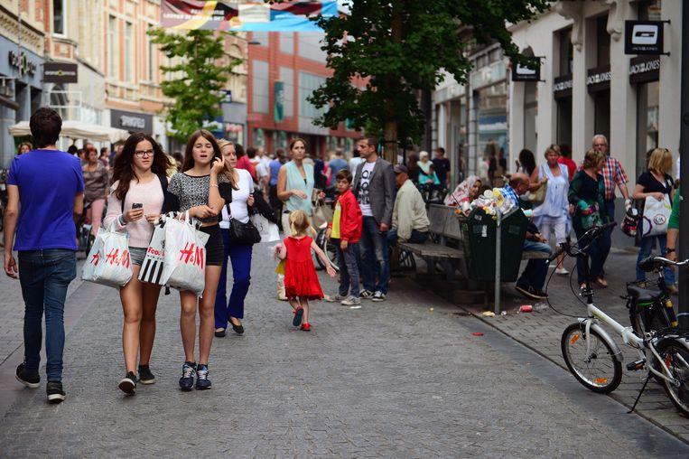 De Diestsestraat in Leuven is samen met de Bondgenotenlaan de hofleverancier van winkelruimtes in Leuven. Wat als je die winkels online zou kunnen binnenstappen om je aankopen te doen?