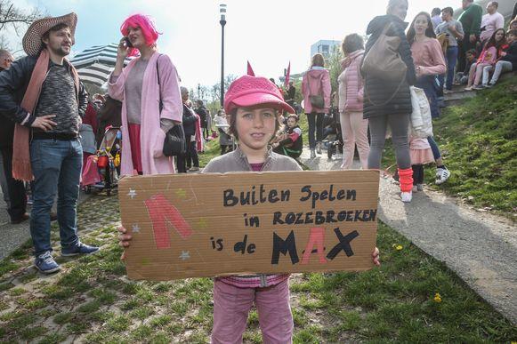 Roze protest tegen de sluiting van de buitenzone van  Rozebroeken.