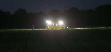 Vermiste vrouw (84) uit Nijkerk in weiland gevonden na urenlange zoektocht door politie, brandweer en Rode Kruis