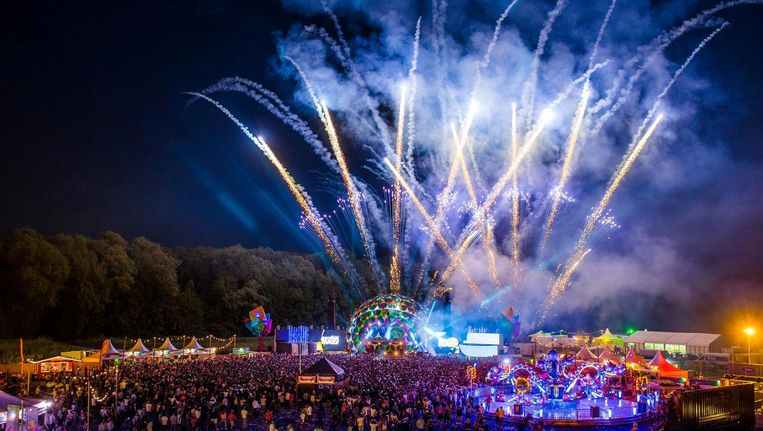 Tijdens het grootste outdoor trancefestival Electronic Family barst het feest los. Beeld Joep van Aert