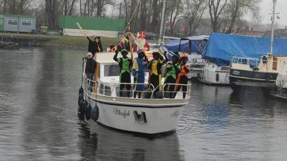 """Sint brengt zaterdag 40 Zwarte Pieten mee naar Zelzate: """"We moeten extra boten inleggen"""""""