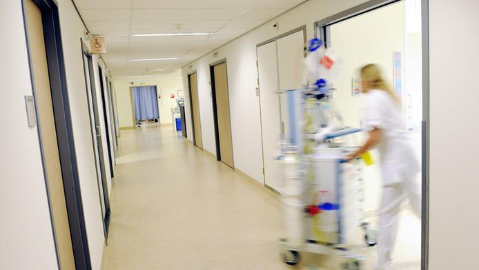Verpleegkundige in ziekenhuis.
