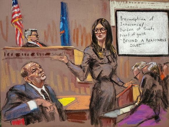 Advocate Donna Rotunno aan het woord, terwijl Weinstein goedkeurend luistert.