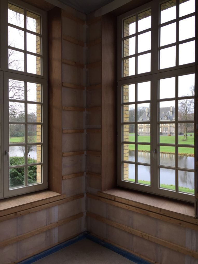 Het zicht vanuit het zijhuis op de kasteeltuin is buitengewoon.