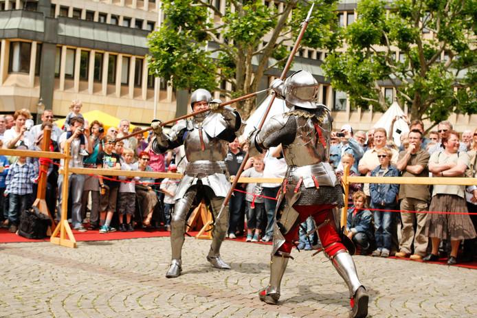 In het kasteelpark in IJsselstein vindt een riddertoernooi plaats.