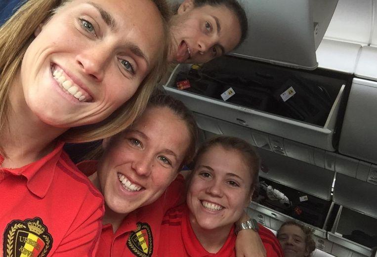 Enkele speelsters van de Red Flames zijn zondag te gast in Aaigem.
