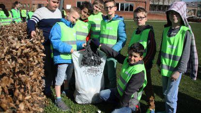 Lagere schoolkinderen maken komaf met zwerfvuil