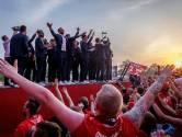 FOTOSERIE | Supporters en clubiconen huldigen FC Twente
