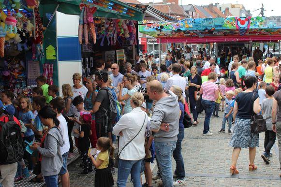 Van bij de opening om 15 uur was het erg druk op de gratis kinderkermis van Eeklo.