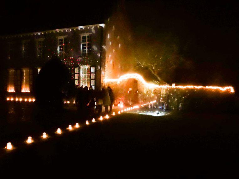 Duizenden lichtjes schitterden aan het Begijnhof op kerstavond.