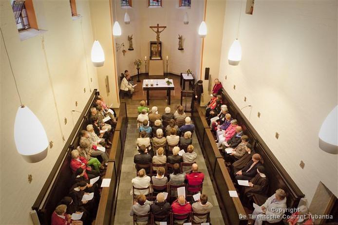 Aan de openbare vieringen in de kapel komt nu ook een einde.