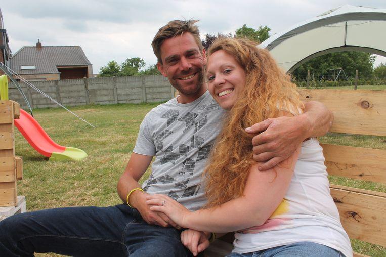 De kersverse tortelduifjes: Pieter vroeg Jessica op een originele manier ten huwelijk tijdens de passage van de Tour de France.