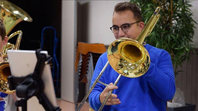 OBK-lid Daan Kunneman is een van de leden die figureert in de video.