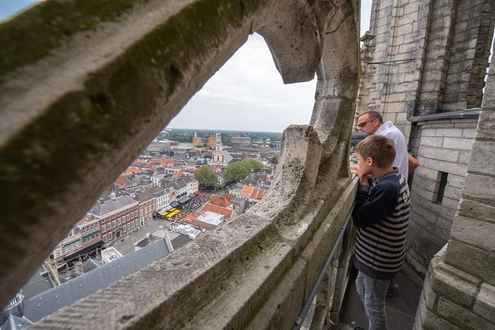 Uitzicht vanaf 60 meter hoog op de Grote Markt.