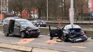 Auto vliegt over de kop op A12 in Wilrijk: 1 bestuurder zwaargewond