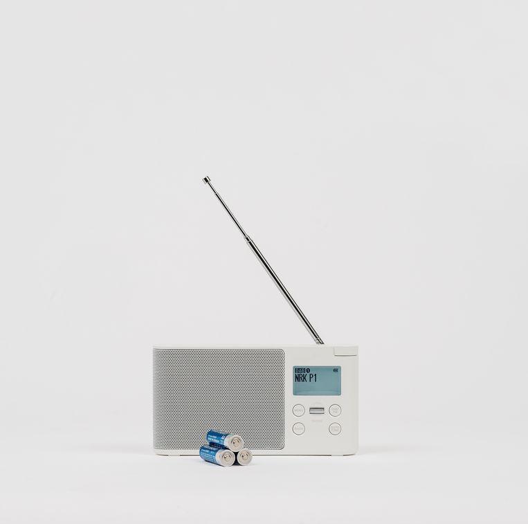Een radiootje om altijd op de hoogte te blijven van de ontwikkelingen.  Beeld DSB