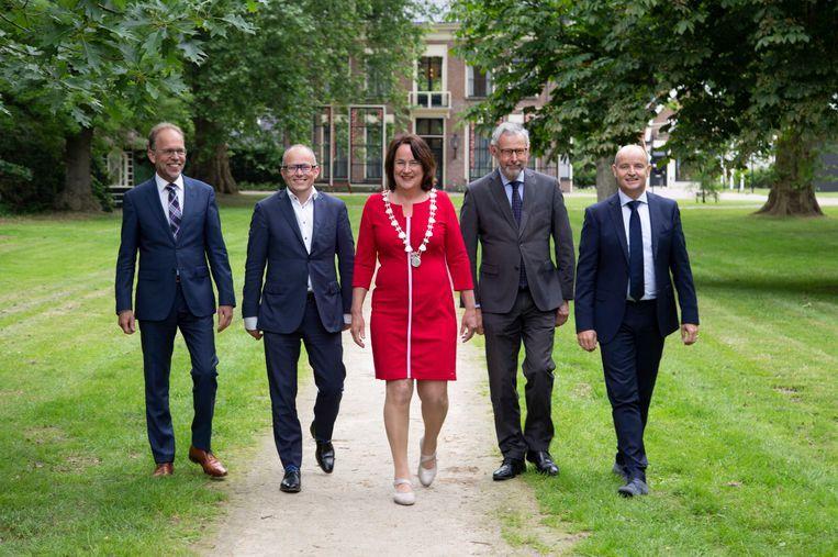 Het nieuwe college van de Friese gemeente Opsterland. Beeld Twitter