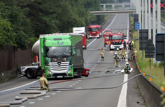 De E313 was door het ongeval urenlang in beide richtingen afgesloten.