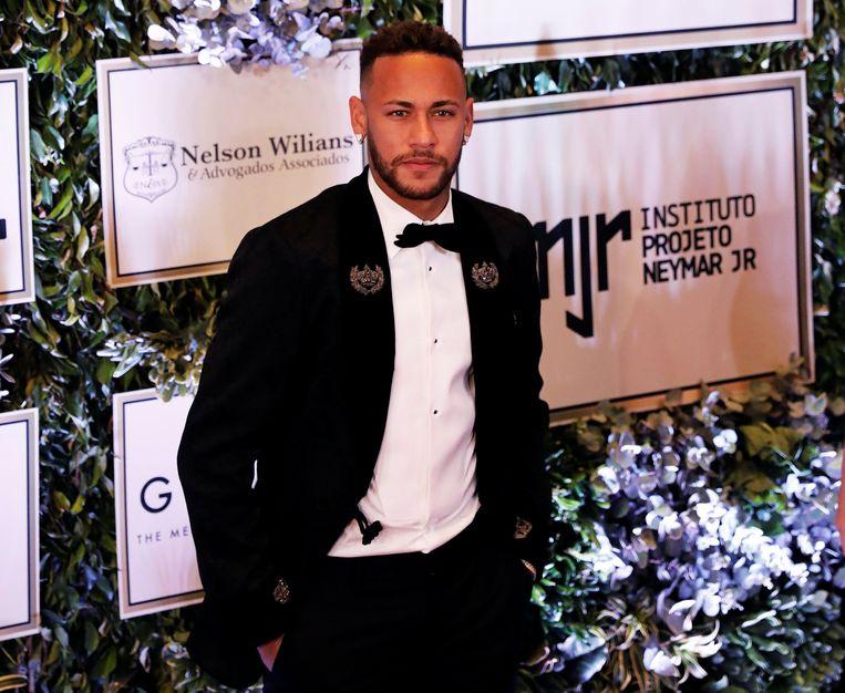 Neymar bevindt zich momenteel in Sao Paulo, waar hij een veiling bijwoonde ten voordele van zijn stichting die minderbedeelde kinderen helpt.