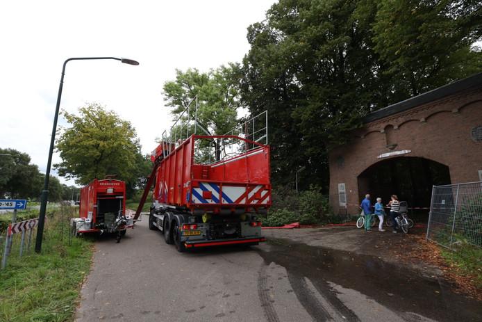 Bij daglicht is goed te zien hoe groot de schade is die de brand heeft aangericht op landgoed Haarendael in Haaren.