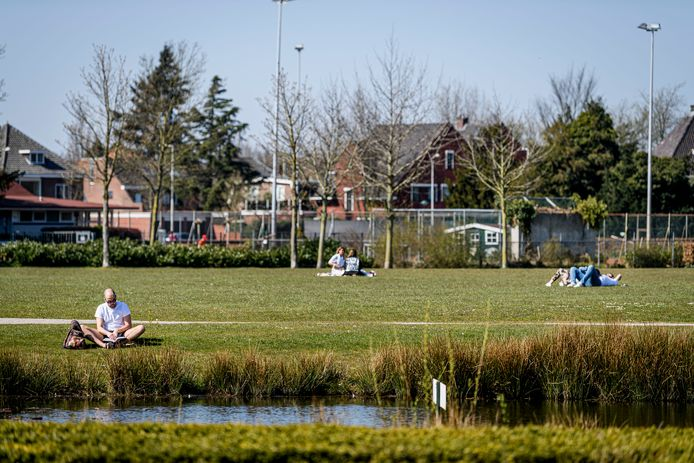 Het Volkspark in Enschede is een van de parken die gedurende de coronacrisis extra veel bezocht werd.