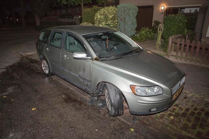 De door brand beschadigde auto in Nijmegen.