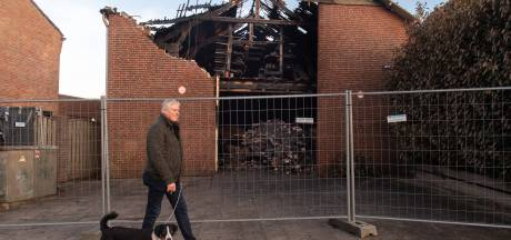 Oorzaak brand loods in 't Veer nog onbekend: 'Het was een opslag en er stonden auto's in'