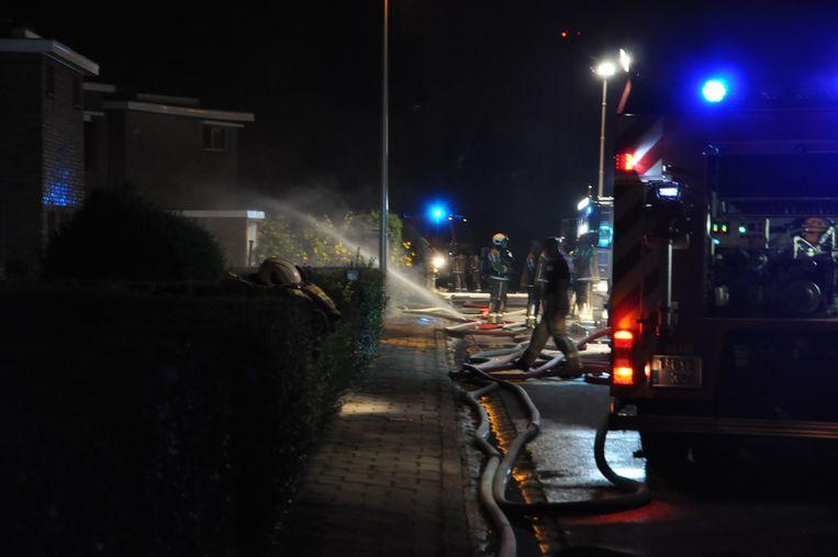 De brandweer ging het vuur in Klein Rusland met man en macht te lijf.
