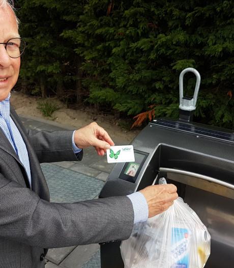 Plasticbak open met rijbewijs of OV-kaart? Geen straf, maar ook geen reclame in Woensdrecht