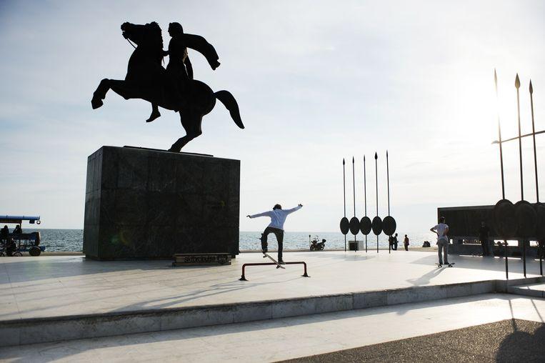 Ruiterstandbeeld van de Macedonische koning Alexander de Grote aan de boulevard van Thessaloniki. Beeld Sanne de Wilde