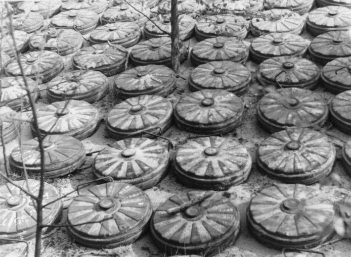 De Duitsers hebben enorme mijnenvelden aangelegd, met veel slachtoffers als gevolg.