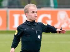 Manuel Uijttewaal ziet voetballers denken: 'is dít onze scheidsrechter?'