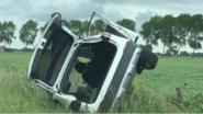 Vrouw uit wagen bevrijd na crash in gracht