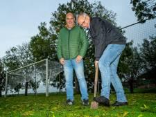Verticale wormen schieten SV Aarlanderveen te hulp om de grasmat te verbeteren