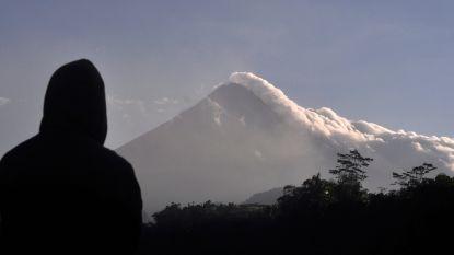 Aswolken tot 3,5 kilometer hoog: Indonesië evacueert omwonenden na uitbarstingen Merapi-vulkaan
