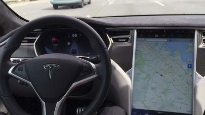 """""""Tesla misleidt mensen met zijn Autopilot"""""""