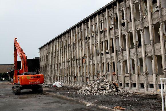 Dit is geen oorlogsgebied in onze regio, maar wel de oude ziekenhuisvleugel in Beveren die wordt gestript en afgebroken.