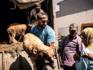 Weldoener Badr Hari geeft schaapjes weg in Marokko
