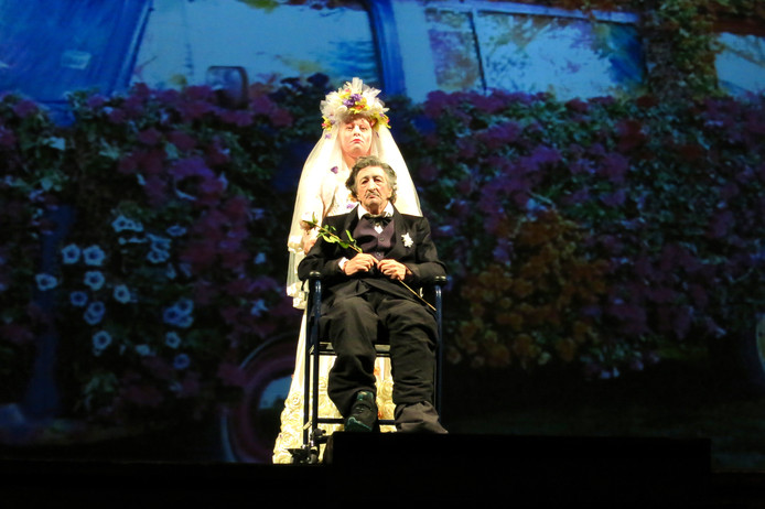 Compagnia Pippo Delbono met de 82-jarige doofstomme acteur Bobo.