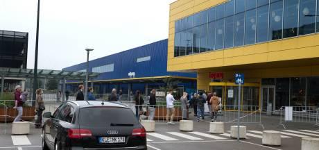 Het is een Duitse feestdag, maar er is geen Duitser te zien bij de Ikea in Duiven