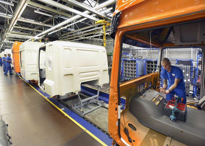 Productie in de cabinefabriek van DAF in Westerlo.
