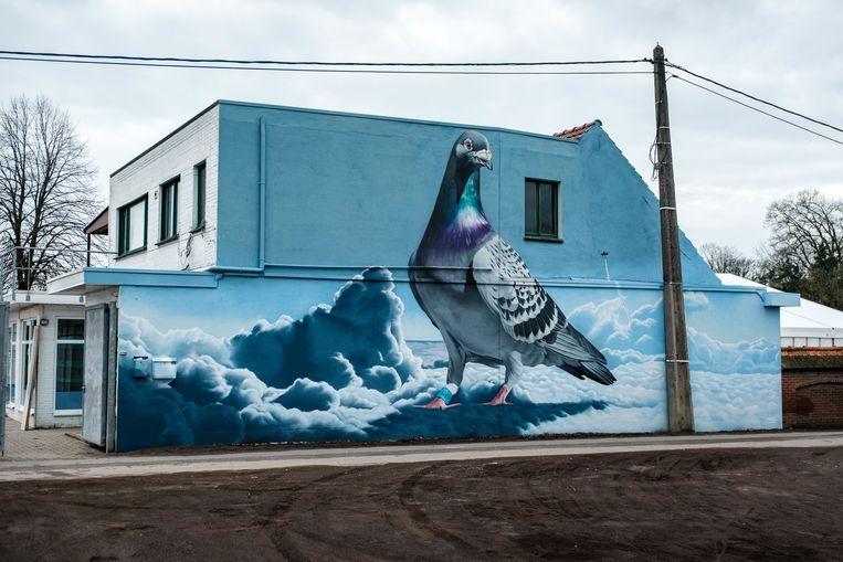 Muurschildering bij het Descheemaecker Pigeon Center.