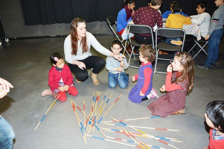 Enkele kinderen van de Babbeldoos tijdens een workshop.