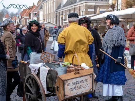 Regen plaagt opruimwerk maar niet de bezoekers van Winter in de Vesting in Elburg