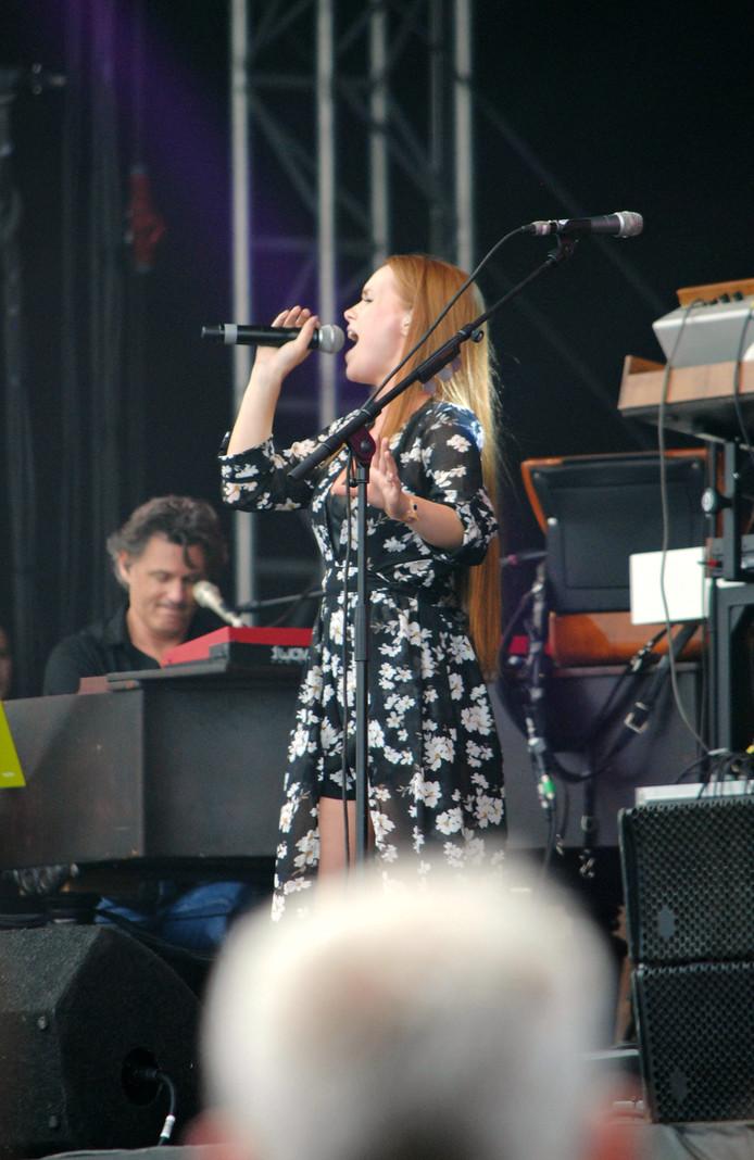 The Voice-finaliste Isabel Provoost uit Middelburg stond voor het eerst op het podium van CAS, tijdens Cover at Sea.