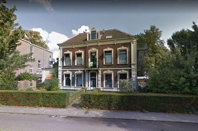 Huis Peronnik aan de Utrechtseweg. In de tuin van het huis ligt het gebouw Wieland, dat volgens de omwonenden niet bewoond mag worden.