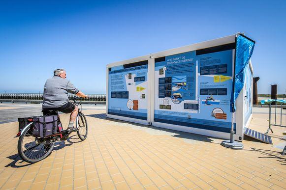 In deze container bij het loodswezenplein kan je de doe-expo de hele zomer bezoeken.